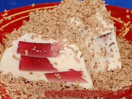 Десерт творожный с смородиновым желе
