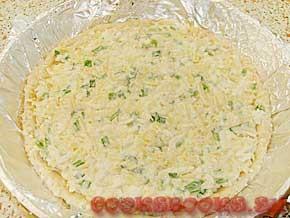Пирог из творожного теста с сыром и яйцом