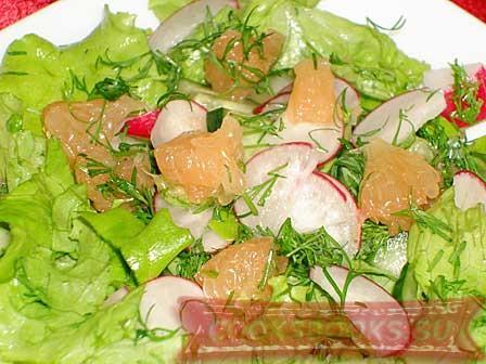 """Салат """"Свежесть"""" с грейпфрутом, огурцом и редиской"""