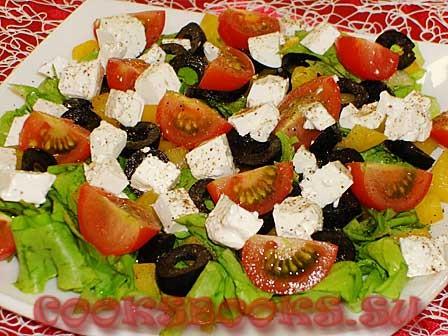 Овощной салат с маслинами и фетой