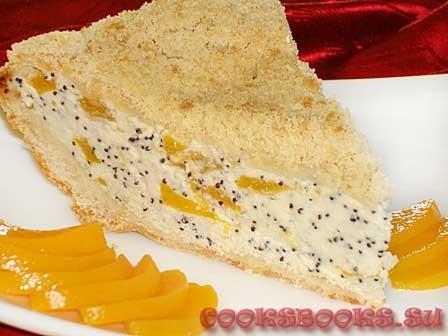 Песочный пирог с творогом, персиками и маком