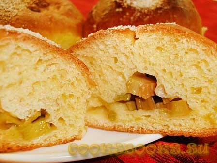 Сдобные пирожки с ревенем