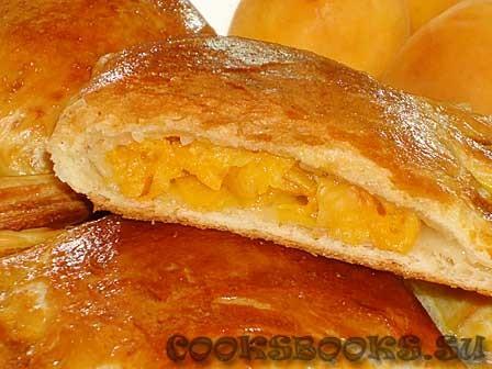 Слоёные пирожки с абрикосами