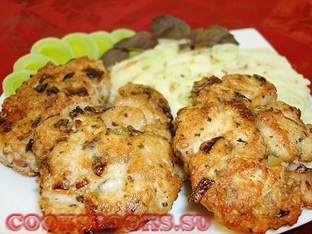 Котлетки из рубленного филе курицы с кунжутом и базиликом