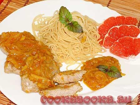 Свинина под апельсиного-грейпфрутовым соусом с имбирём